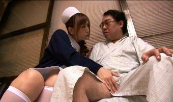 中年肥満患者の乳首を舐めながら手コキ射精してあげる変態ナース 佐山愛