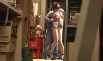 ミニスカOL 仲丘たまき、倉庫内で清掃員に襲われスーツ姿のままセックスをするハメになる