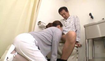トイレでシコってることがナースにバレた!そのままフェラで性処理を手伝ってもらうラッキーな患者
