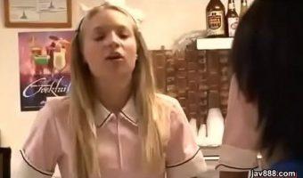 L.A.のファストフード店でバイトをするパツキン白人少女 アリッサ・ブランチをレイプする日本人