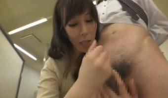 澤村レイコの辛抱たまらん3!寝てばっかりの夫をしり目に他の男たちと性行為に励む人妻