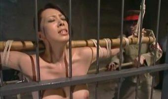 風間ゆみが熱演する戦時秘話!スパイ罪で検挙され留置所で軍人たちから性拷問を受ける巨乳熟女