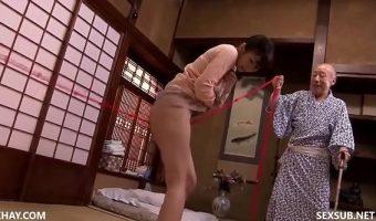 大槻ひびきが介護中の夫の父である徳田の爺さんにヤリ目のメス犬のように調教されてしまう