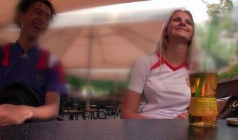 ハンガリーで発掘したサッカーファンの金髪女性をナンパして即ハメ!同意なしで中出しする日本人w