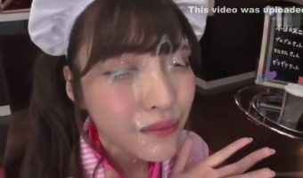 女性の顔に図々しく大量精子をぶっかけてお行儀よくお掃除フェラまでしてもらう動画