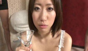 鈴香音色がお口の中に精子を発射されてごっくん!グラスに注いでごっくん!巨乳娘のザー飲動画