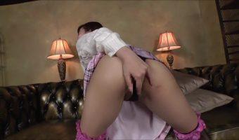 美咲結衣が自身の肛門にディルドを突っ込み悶えるひとりエッチシーン