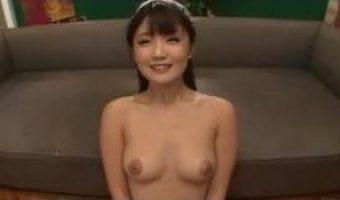 川村まやが複数の男たちからザーメンのシャワーを浴び美少女キャラの顔が精子でどろどろになる