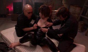 闇の組織に拘束された秘密捜査官 板垣あずさが3Pセックス尋問を受け絶頂アクメに陥る